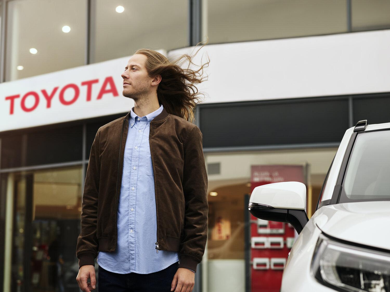 Toyota_FB_06-Dealer-F1.jpg
